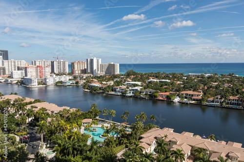 Cuadros en Lienzo Aventura Florida waterway Canal with luxury homes