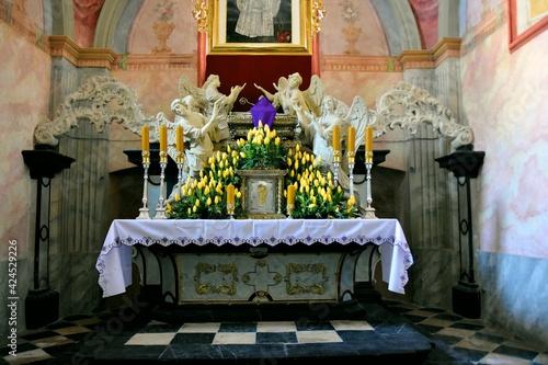 Fotografiet Archiopactwo Ojcow Cystersow i Kosciol Wincentego Kadlubka w Jedrzejowie, oltarz