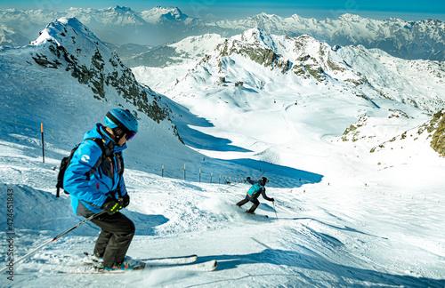 Fototapeta  narciarski narty zimą śnieg narciarz zabawa biały na równi pochyłej sport alpy sezon wakacje niebo rodzina góra nachylenie podróż zimny mountainside niebieski ekstremal obraz