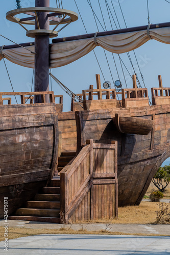 Tablou Canvas Side view of replica 14th century British sailing vessel