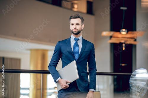 Fototapeta Elegant businessman in a nice suit in the office obraz