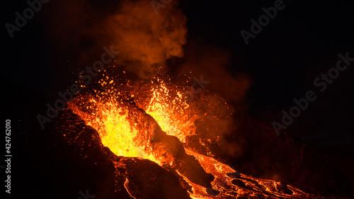 Obraz na plátne The eruption site of Geldingadalir in Fagradalsfjall mountain on Reykjanes in Ic