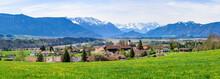 Ausblick Auf Das Murnauer Moos Und Die Schneebedeckten Berge Des Zugspitz-Massivs