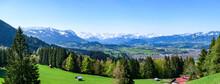 Ausblick Ins Illertal Auf Sonthofen Und Die Verschneiten Gipfel Der Allgäuer Alpen
