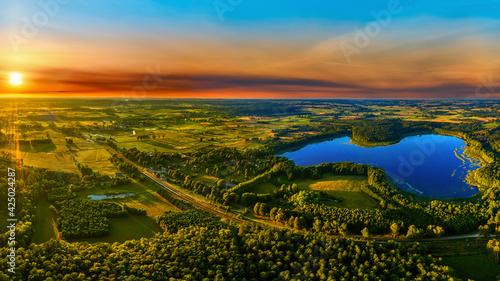 Fototapeta zachód słońca na Mazurach w północno-wschodniej Polsce obraz
