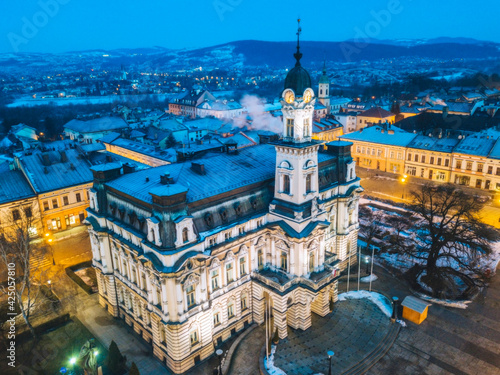 Foto Nowy Sacz city hall at dawn