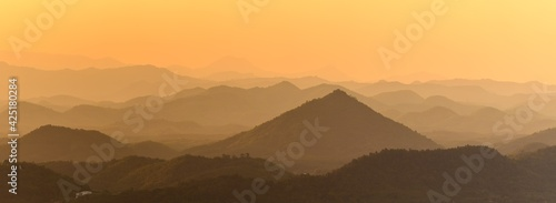 Photo Panoramic beautiful landscape from the viewpoint on top mountain at Loei Province, Thailand