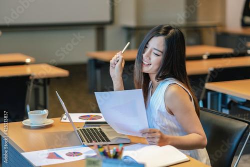 Canvas Print Asian businesswomen hapiness celebrating when checking success goal via technolo