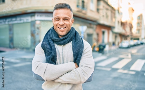 Obraz Young caucasian man smiling happy walking at the city. - fototapety do salonu