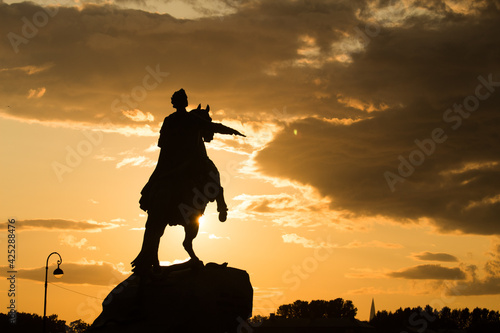 Fotografie, Obraz Silhouette of the Copper rider monument of Peter the great on sunset