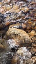 Piedras Y Cantos En Arroyo Cristalino