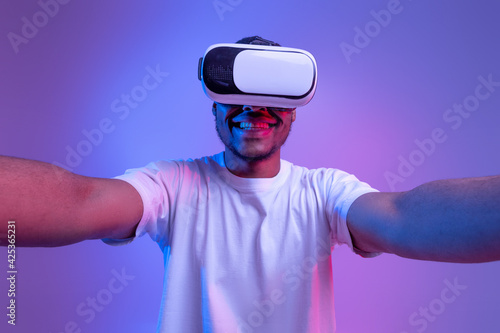 Obraz Virtual Entertainment Concept. Closeup Shot Of Excited Black Guy In VR Glasses - fototapety do salonu