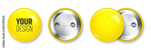 Fotografia Realistic yellow blank badge isolated on white background