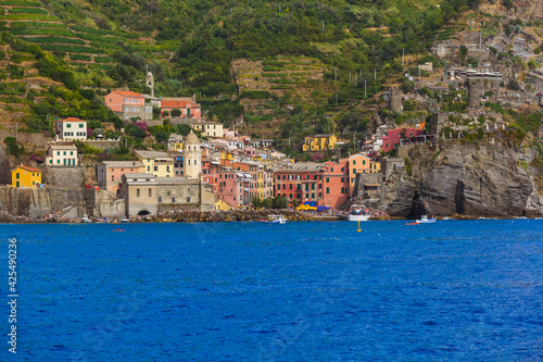 Obraz Vernazza in Cinque Terre - Italy - fototapety do salonu