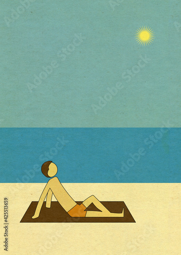 A demi allongé sur une serviette, un homme prend un bain de soleil sur la plage Fotobehang