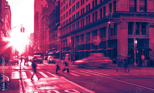 Fotografie, Tablou New York City street scene with crowds of people and cars in a busy intersection