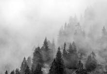 Brume Sur Les Alpes à La Clusaz, Haute-Savoie, France