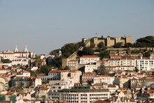 Vista Do Castelo De São Jorge Em Lisboa, Portugal Coma Cidade De Lisboa Envolvente, Vista Do Rio Tejo