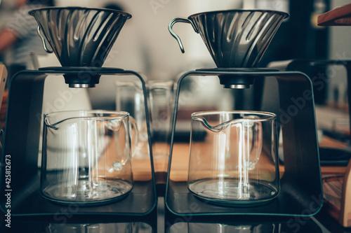 Foto coffee brewing at coffee shop.