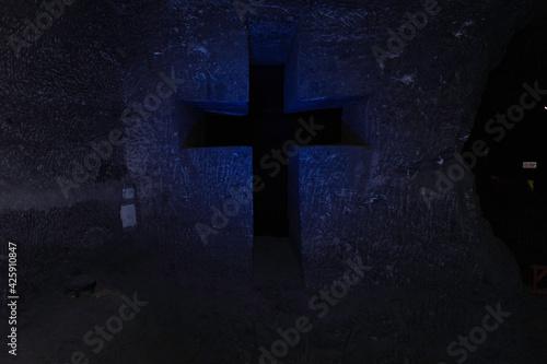 roca perforada en estilo de cruces Fototapet