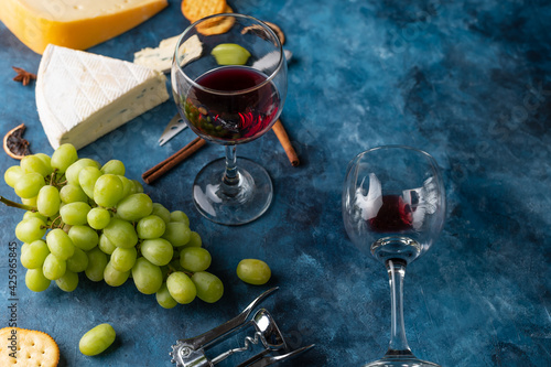 Obraz na plátně appetizer with cheeses and red wine, snacks and grapes for a romantic dinner