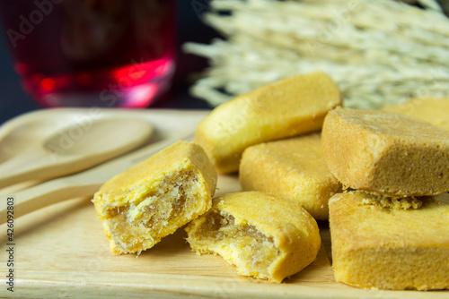 Fototapeta Pineapple shortcake or Pineapple pastry pie cake with pineapple jam on wooden tray