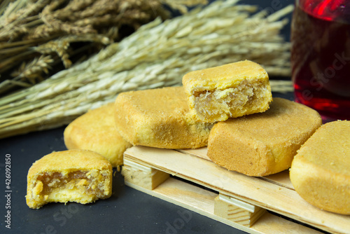Fotografie, Obraz Pineapple shortcake or Pineapple pastry pie cake