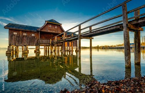 Billede på lærred small hut at the starnberg lake