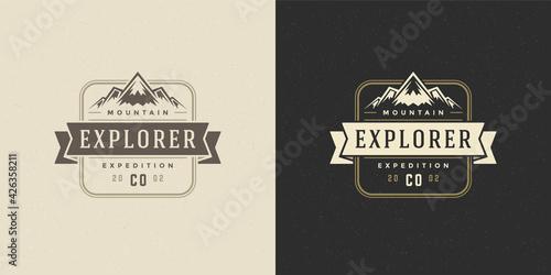 Photo Mountain camping logo emblem outdoor landscape vector illustration rock hills si