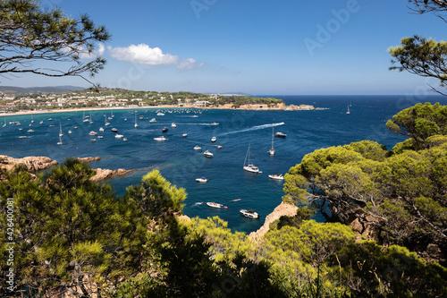 Canvastavla Rocky cove with boats in Costa Brava, Tossa de Mar, Spain
