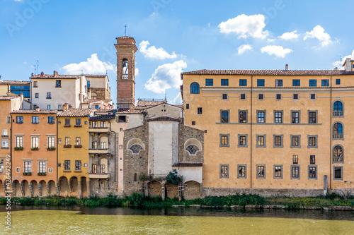 The back side of the Greek Orthodox church of San Jacopo sopr'Arno, facing river Fototapet