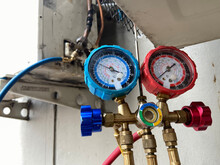 Meter Or Pressure Gauge, Refrigerant Technicians To Check And Maintain Air Conditioners At Home, Industry Or Offices.