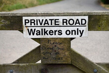 A Sign Around The Peak District National Park, Derbyshire, United Kingdom, The First National Park In England And Also A Popular Tourist Destination - August, 2018.