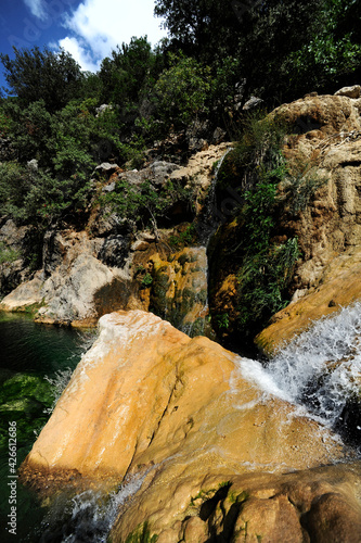 kleiner Wasserfall in der Sierra de Cazorla, Spanien // pequeña cascada en la Sierras de Cazorla, España