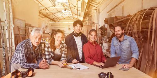 Billede på lærred Apprentices and masters training to become craftsmen