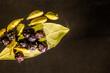 Martwa natura. Kardamon, pieprz i liść laurowy.