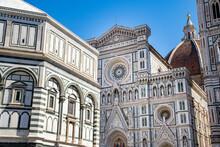 Firenze, Dettaglio Della Cattedrale Di Santa Maria Del Fiore, Con Il Battistero E La Cupola Di Brunelleschi Sullo Sfondo