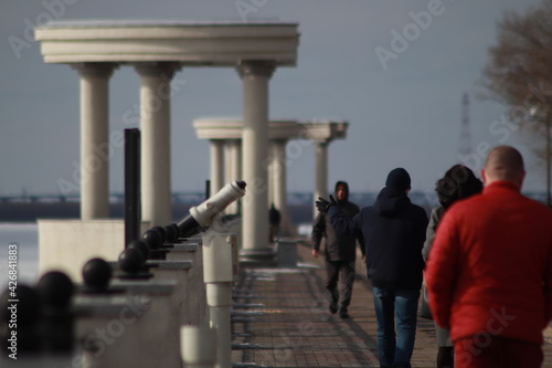 Beautiful marble embankment on the banks of the Amur River in winter Fototapet