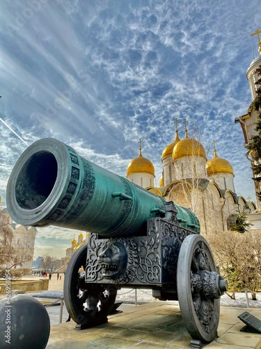 Tsar Cannon in front of the Dormition Cathedral (Uspensky Sobor) of the Moscow Kremlin on a bright sunny day Fototapeta