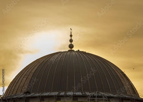 Murais de parede Metal-wooden formwork of a mosque dome which is visited by a bird