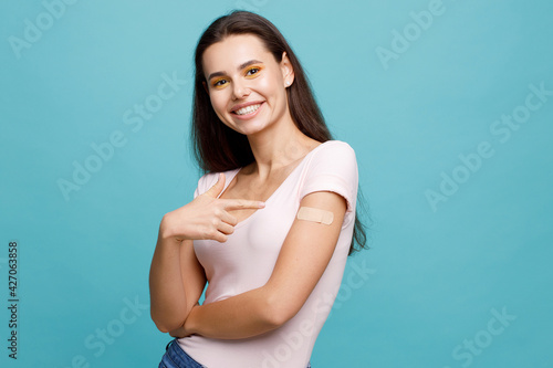 Fotomural Woman feeling positive after getting vaccination