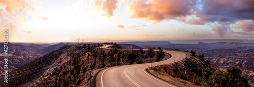 Canvas-taulu Panoramic View of a scenic route on top of a mountain ridge in the desert