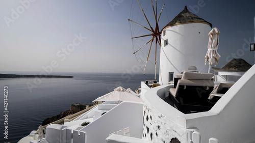 Fotografia Famous Windmill in Santorini , Greece