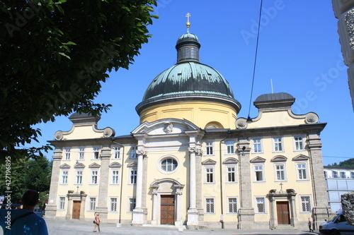 Fototapeta Salzburgo, Austria.  Con su barrio medieval y vistas a los Alpes. obraz