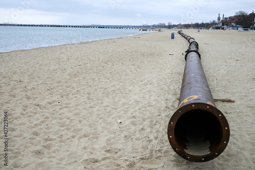 Pressure silting pipes on the beach of Sopot Fototapet