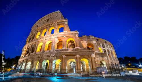 Foto colosseum at night