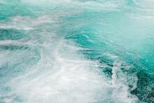 梓川上流の透明な水