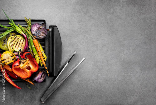 Fotografie, Tablou Grilled vegetables ready to eat lying down on an electric grill