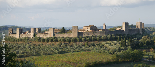 Canvas Print Panorama of Monteriggioni Castle with circular perimeter walls with 14 towers ly