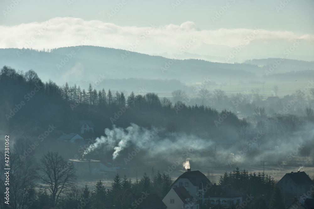 Fototapeta Sezon grzewczy w górskim miasteczku